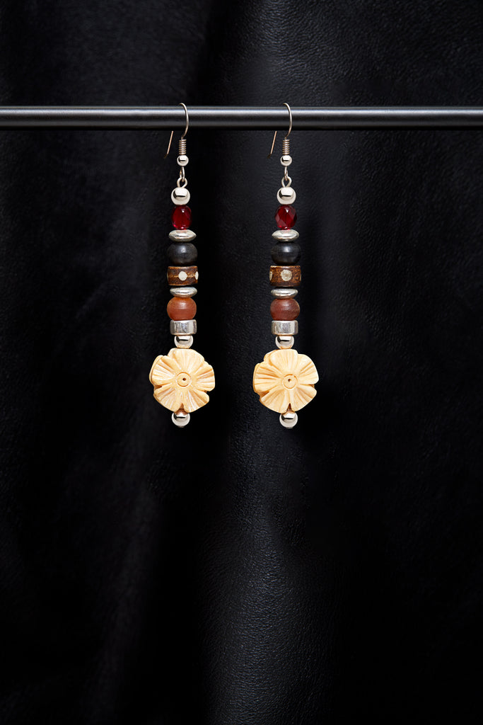 BLACK AND RED HONEY FLOWER EARRINGS