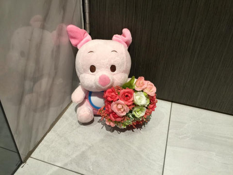 Piglet with Flower - ZZR3545