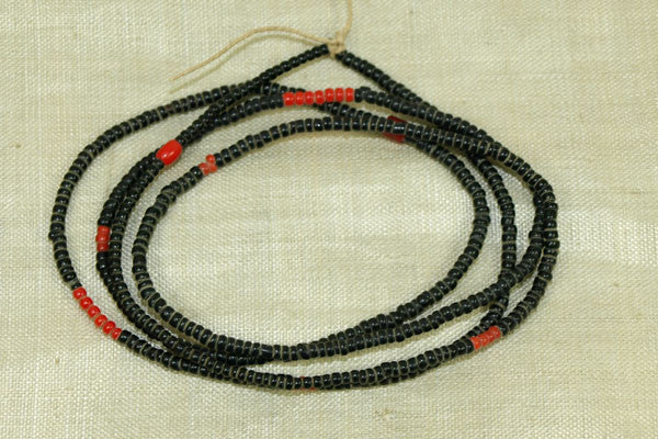 10º Black Seed Beads with random red beads