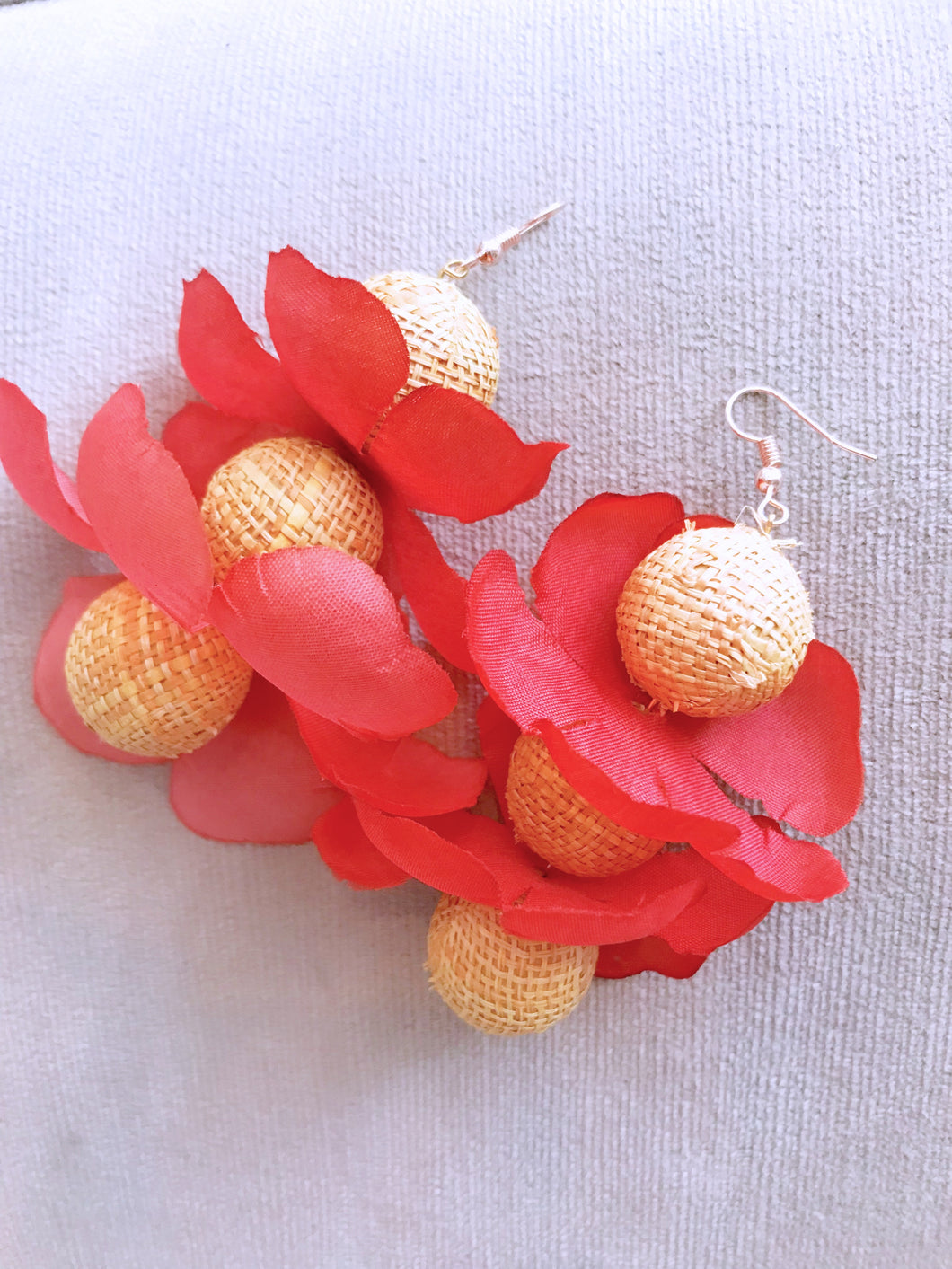 Straw Bead Flower Earrings (Coral)