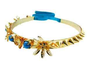 Flowers and Swarovski pearls on one side, alternating with spikes on the other make our Milly choker unique. Dipped in gold, the collar fastens at the back with a soft velvet. Flexible enough to easily slip on and off, it's a great accessory to wear day and night.