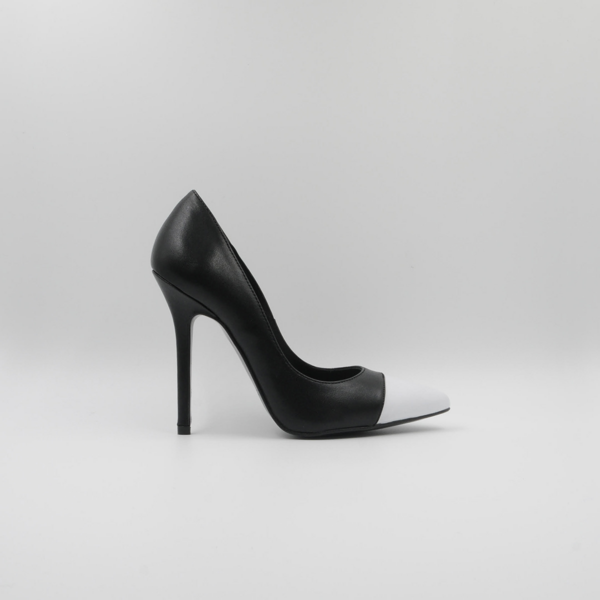 Lola Domecq Martina In Black and White Hand made leather heel