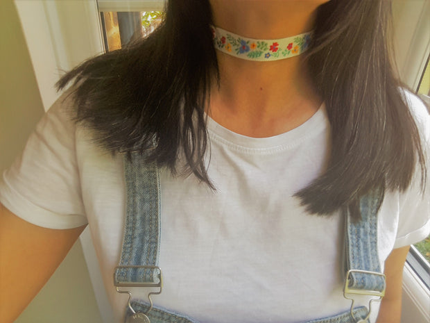 summer choker with flower print