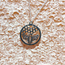 SILVER HONEYCOMB AND BEE PENDANT NECKLACE