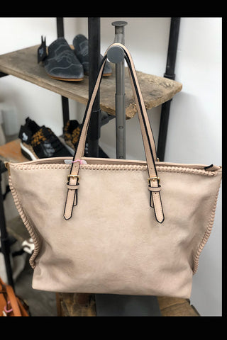Vicky - Chic Fashion Shopper with Long Strap