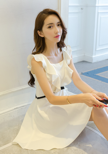 WOODEN EAR SLEEVELESS CHIFFON DRESS