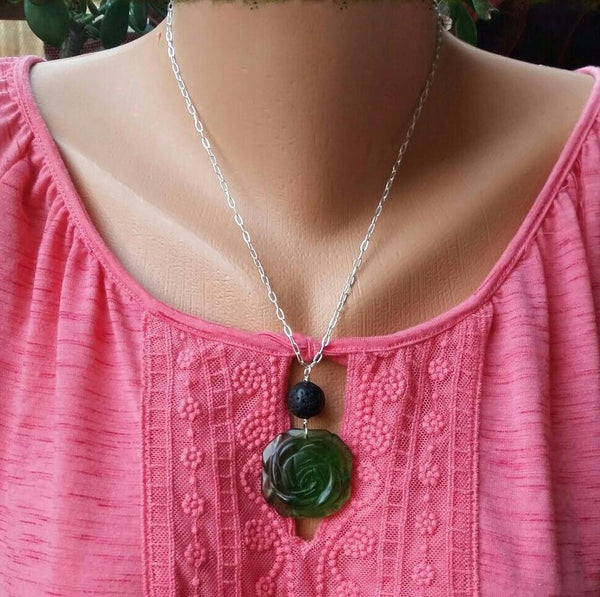 Essential oil diffuser necklace - green glass flower