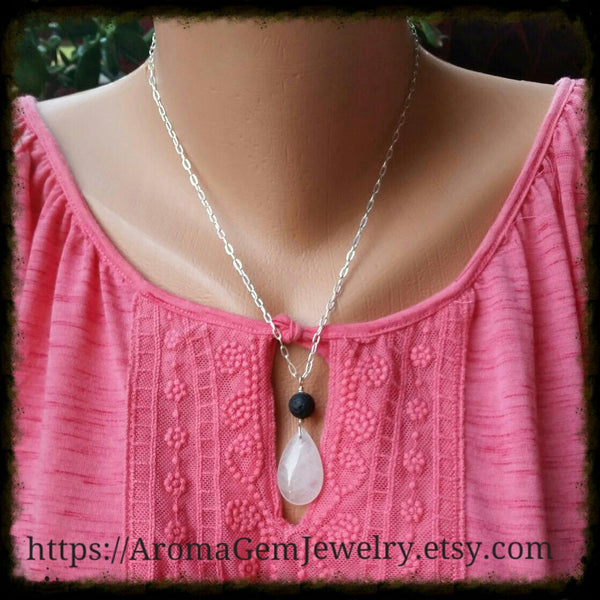 Essential oil diffuser necklace - Rose quartz