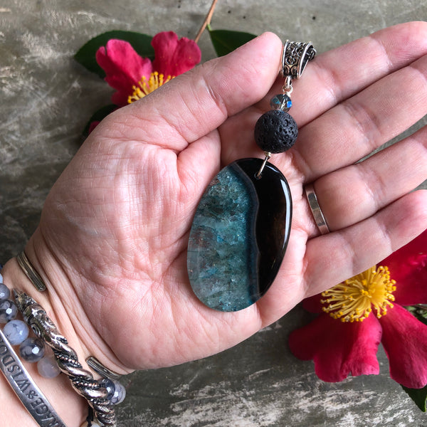 Essential oil diffuser necklace - aqua blue/black agate