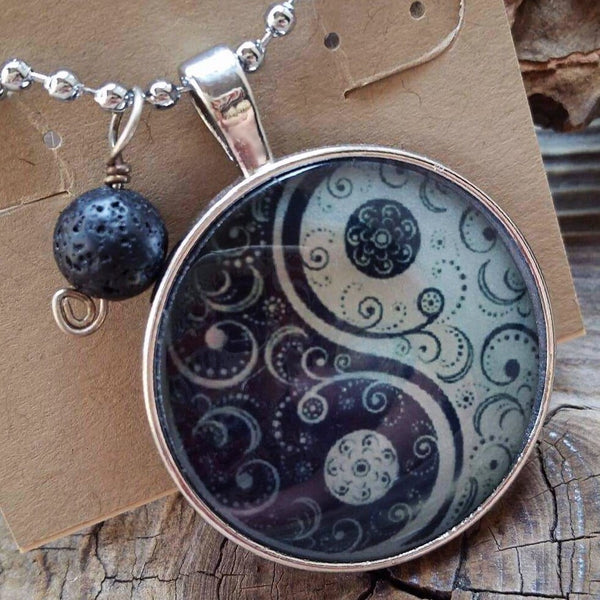 Essential oil diffuser necklace - Yin/Yang -silver tone