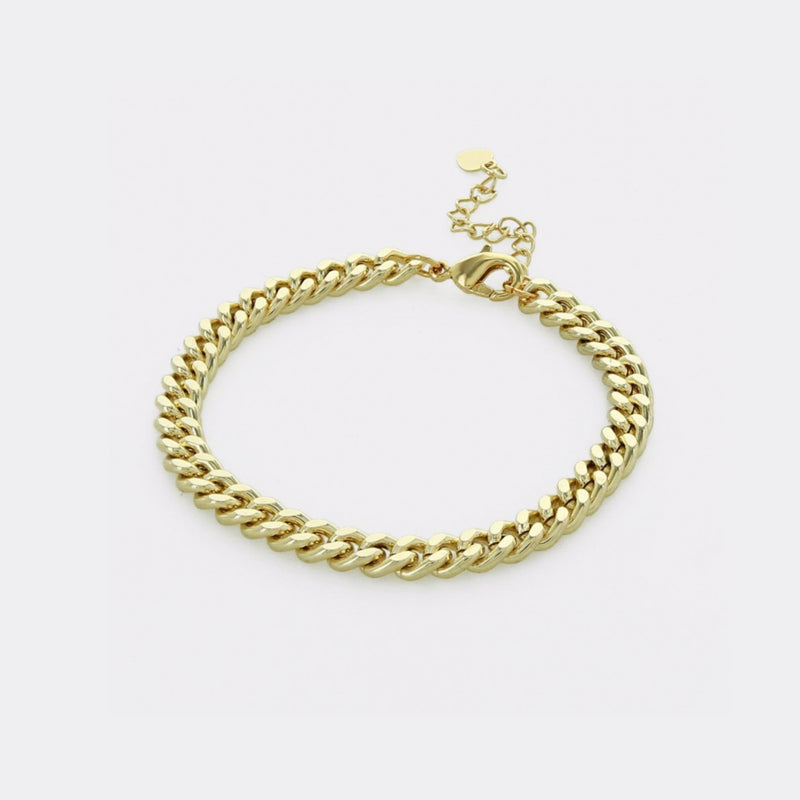 Cuban Curn Chain Bracelet. We love some good arm candy, and this bracelet is the best for layering! A simple, yet stylish gold chain bracelet, perfect for every day wear.