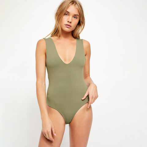 Free People Keep it Sleek Bodysuit. The staple bodysuit is here with the Keep It Sleek Bodysuit. Featuring an ultra soft fabric with a scoop neck and back, this bodysuit is super versatile and comfy. Keep it casual with sweats and sneakers to achieve the cool, model-off-duty look or dress it up with a mini skirt for a flirty date night look.