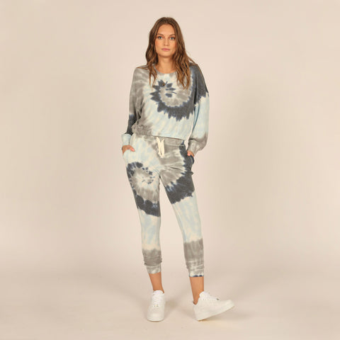 Vintage Havana Tie Dye Hacci Elastic Waistband Crewneck. Tie dye is an absolute must this season, and this set is the perfect match! This top features a gorgeous blue and grey colored tie dye material, long sleeves, loose fit, and a super soft material. Pair with the matching joggers, beachy waves, and white kicks for a trendy new-season look.