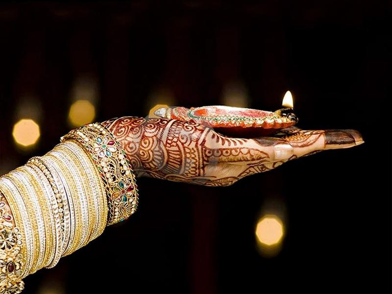 Trendy - to make your hands Instagram worthy this Karwa Chauth