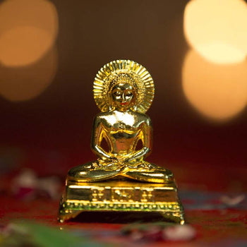 Mahavir Idol on Chowki