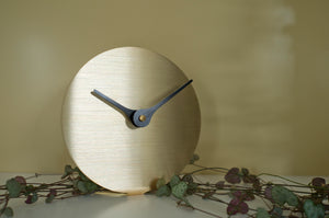 Lilje Table Clock