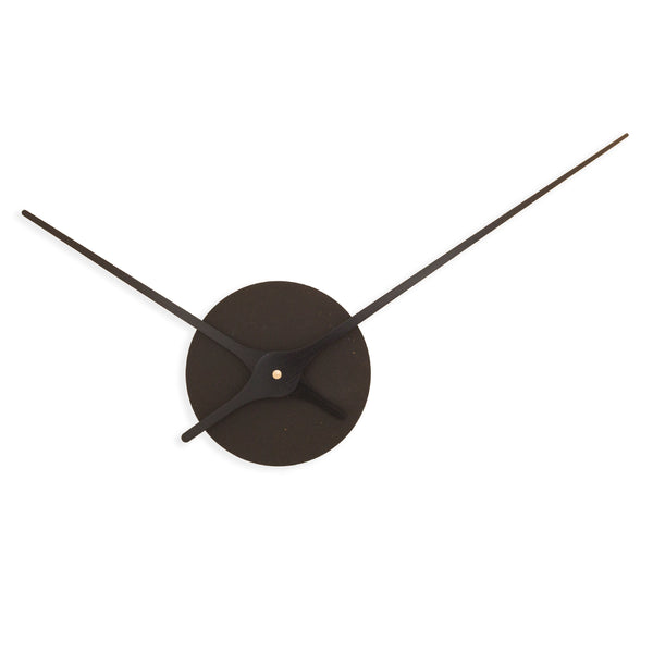 svart vegg klokke-minimalist-norsk-design-vegg-decor-veggklokke-black clock-minimalist-design-wall-decor-Nordahl Konings-made in Norway