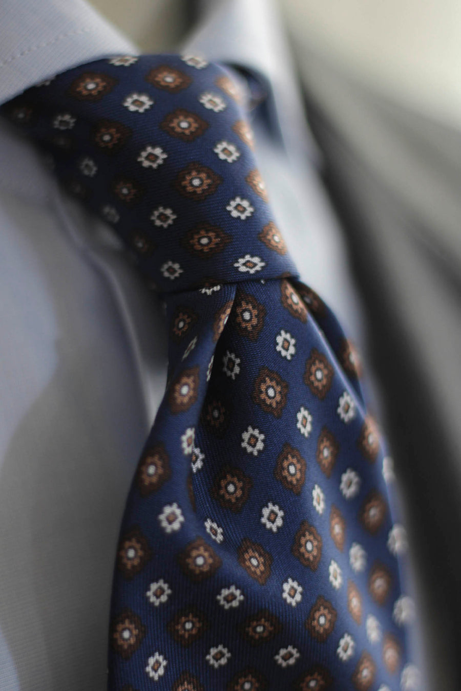 Napoli Blue Silk Tie With White and Brown Daisies