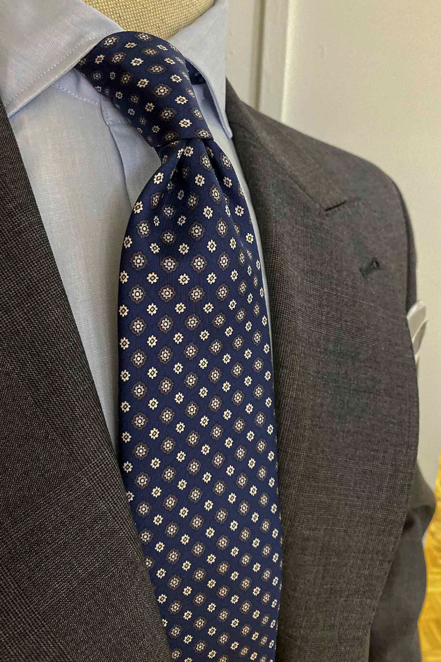 Napoli Blue Silk Tie With Gray and White Daisies