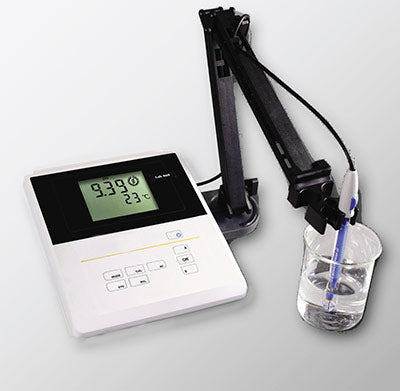 Laboratory pH meter kit with electrode