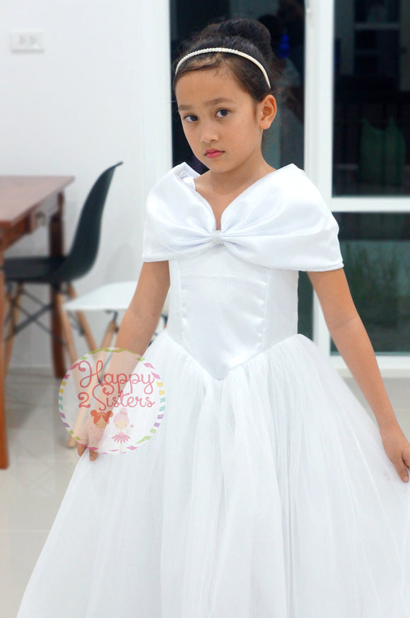 White flower girl dress Ivory flower girl dress Juniorbridesmaid First communion dress