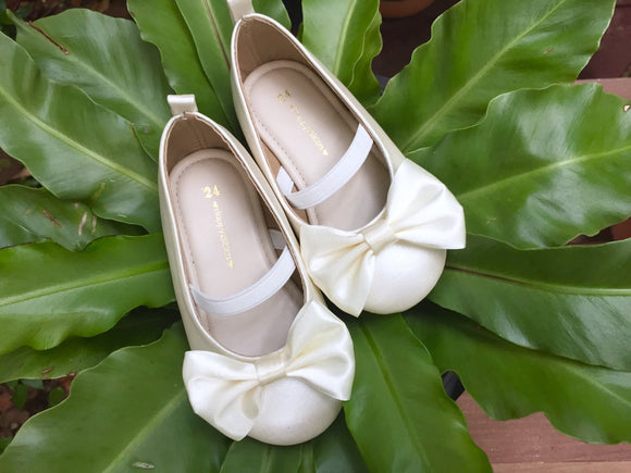 Ivory flower girl shoes Shoes for flower girl Flat shoe for girl