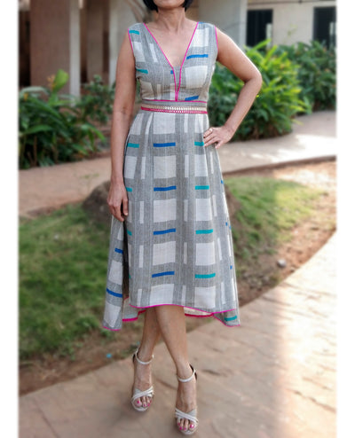 DeeVineeTi Made To Measure Indian Women's Cotton Sleeveless Summer Aline High Low Grey Checkered Printed Midi Dress 1