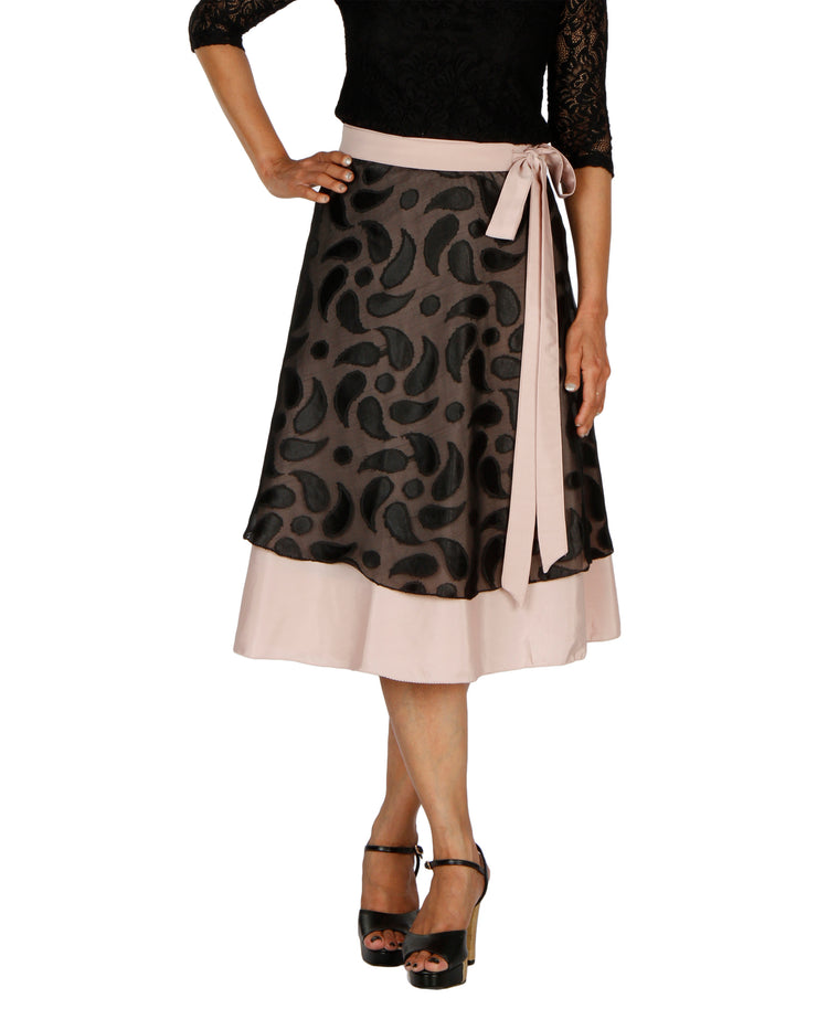 DeeVineeTi Women's Brasso Black Layered Wrap-Around Skirt WA000199 FreeSize Peach Crepe Solid Mid-Calf Front