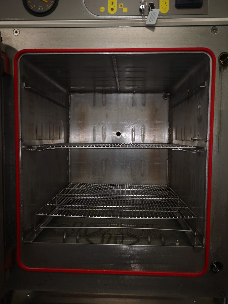 Priorclave ( RSC EH230 PS) Autoclave Interior
