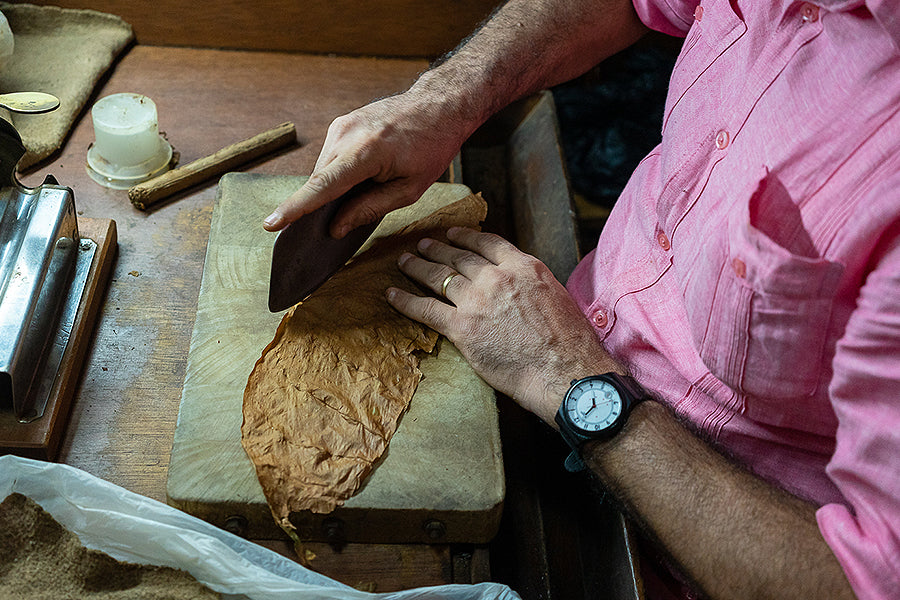 How to Roll a Cigar: The Different Methods