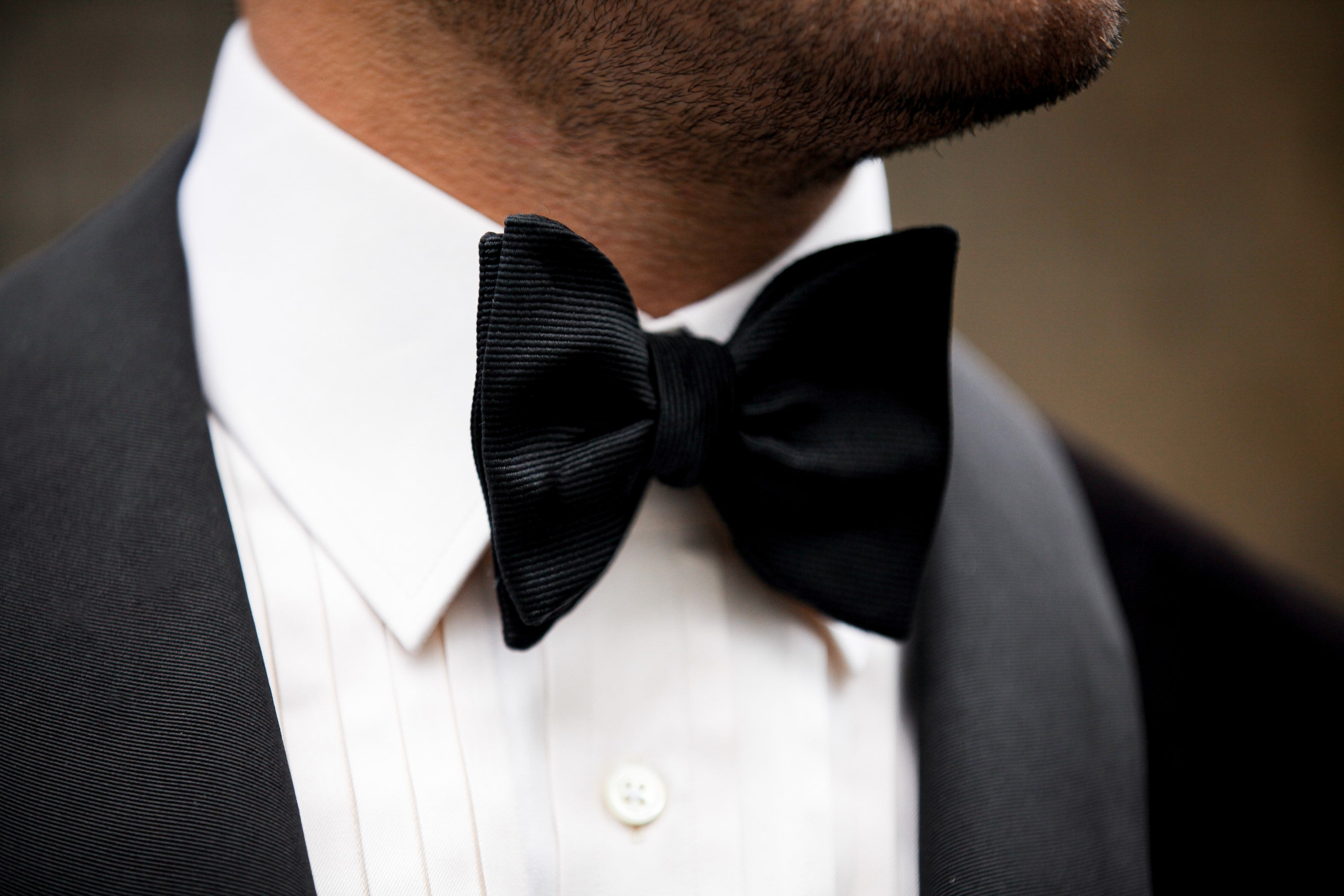 A stunning Grosgrain bow tie from La Bowtique