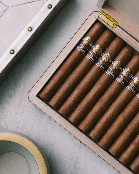 Instagrammer who photographs Cuban Cigars online