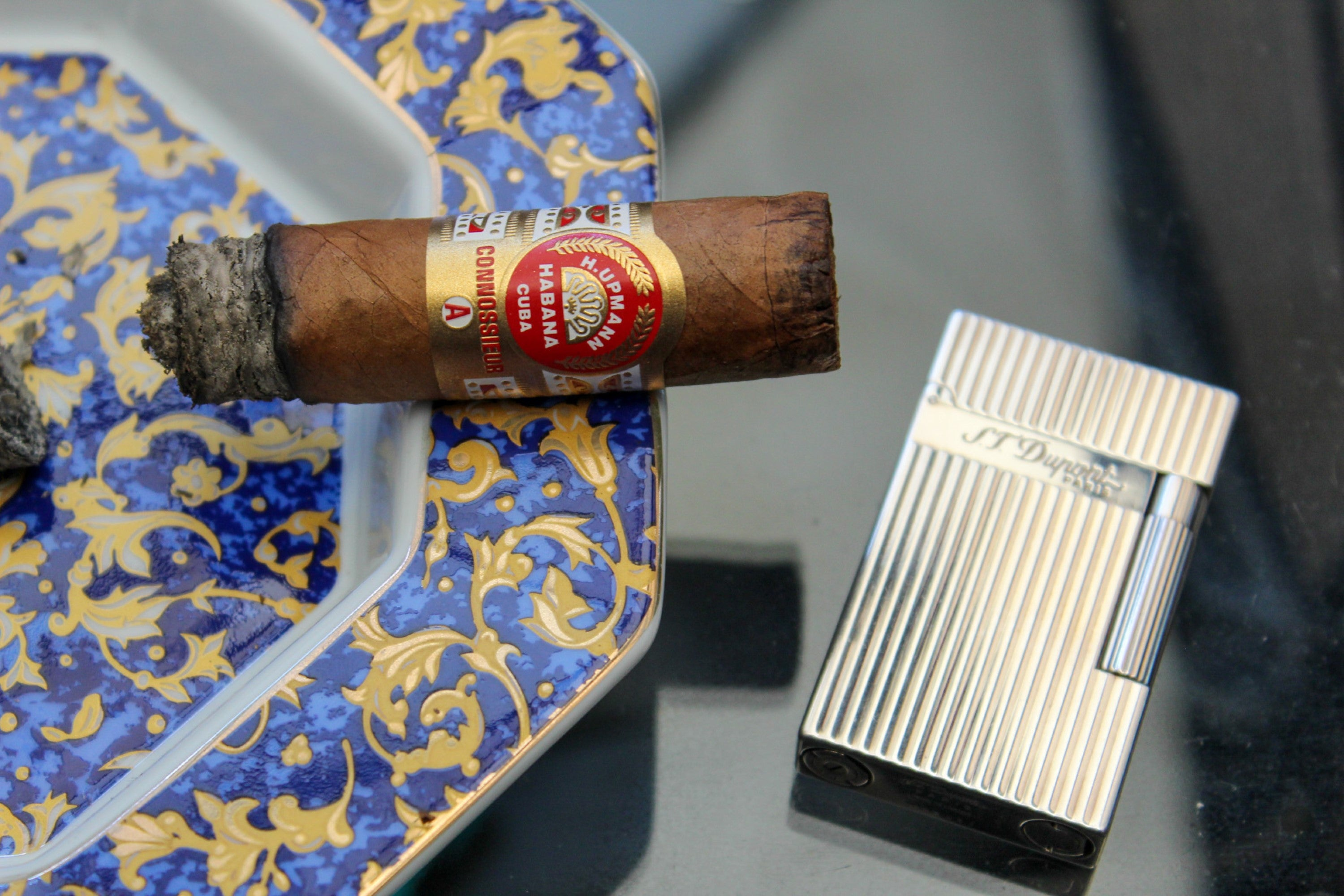A quality cigar deserves a quality lighter; the ST Dupont Ligne 2 pairs with the H Upmann Connossieur A