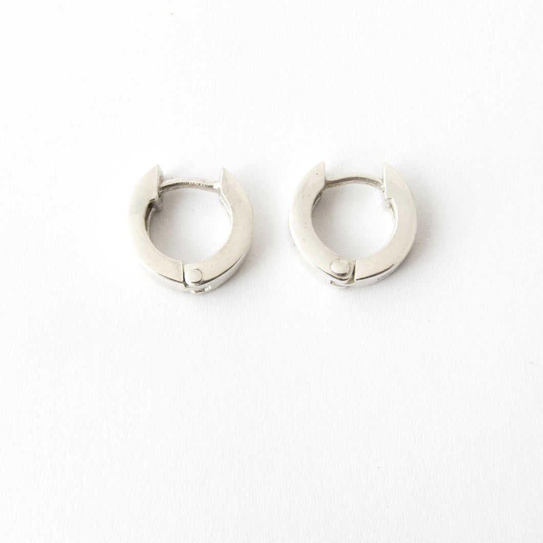 Huggie earrings - flat