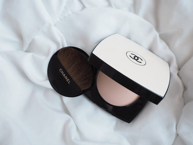 CHANEL: Les Beiges Healthy Glow Sheer Powder