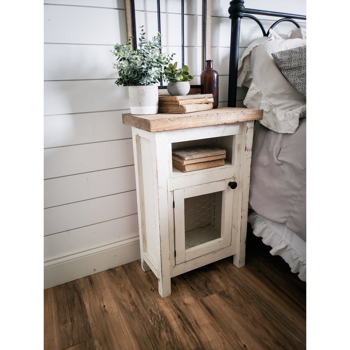 Keily Farmhouse Nightstand