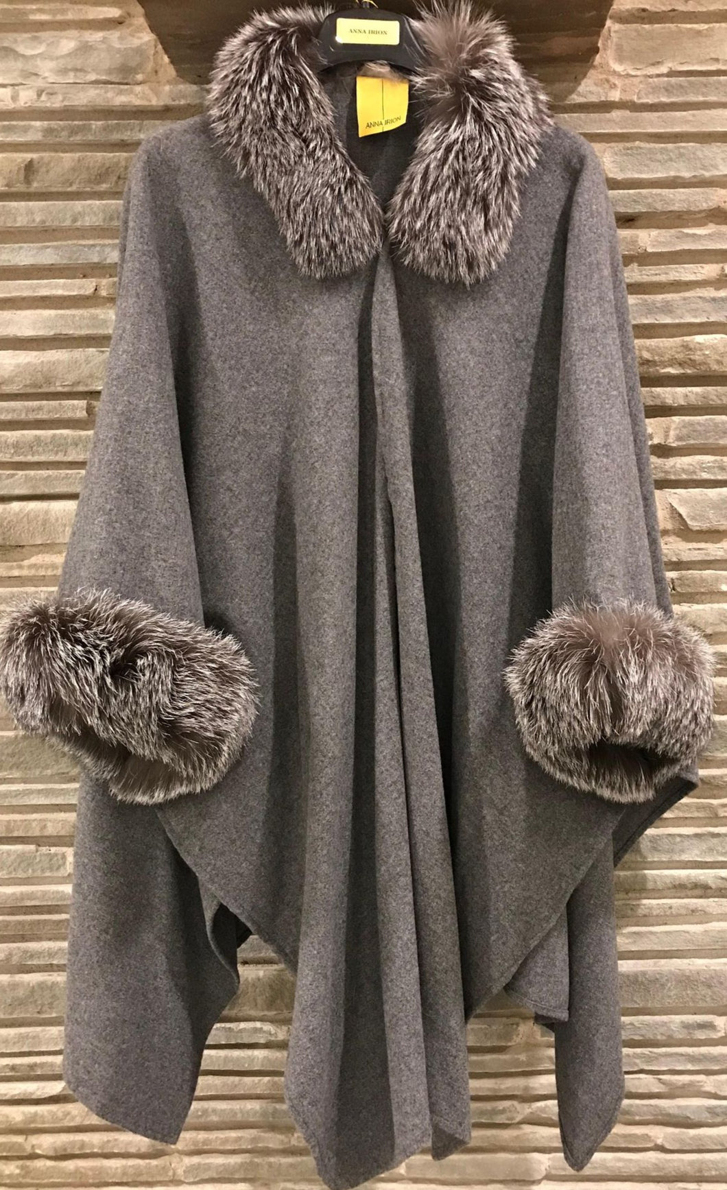 Loro 100% Italian Cashmere wrap in Medium Heather Gray Shade