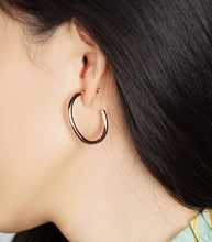 "Load image into Gallery viewer, SMALL BOLD ""C"" HOOP EARRINGS"