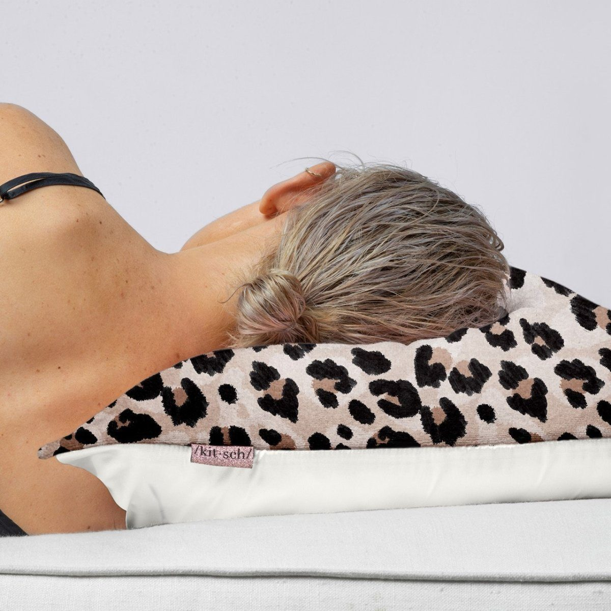 TOWEL PILLOWCASE / LEOPARD