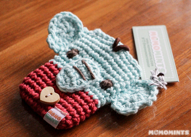 Momomints Custom Ordered Crochet Elephant Pouch for Credit Cards Close Up Details