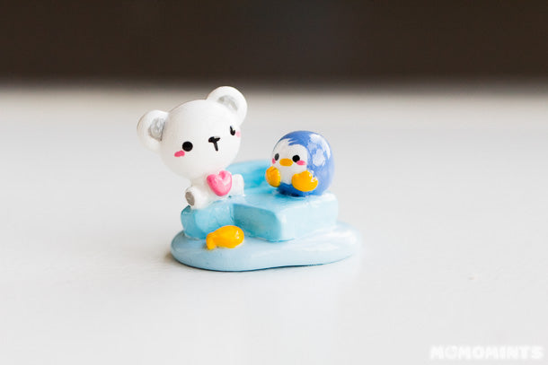 Close up of the Polar Bear and Penguin picture holder