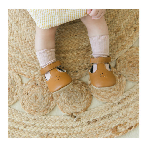 L'Amour Girls Lisette Caramel T-Strap Mary Jane Crib Shoe (Infant)