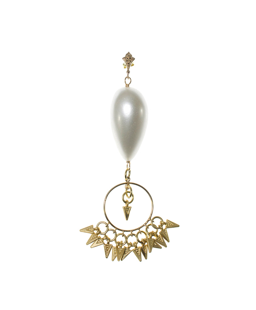 GOLD ARROW AND PEARL EARRING
