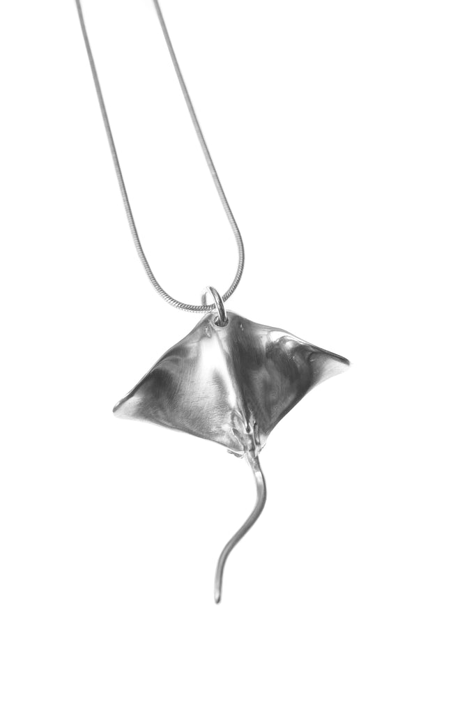 SS STING RAY CHARM NECKLACE