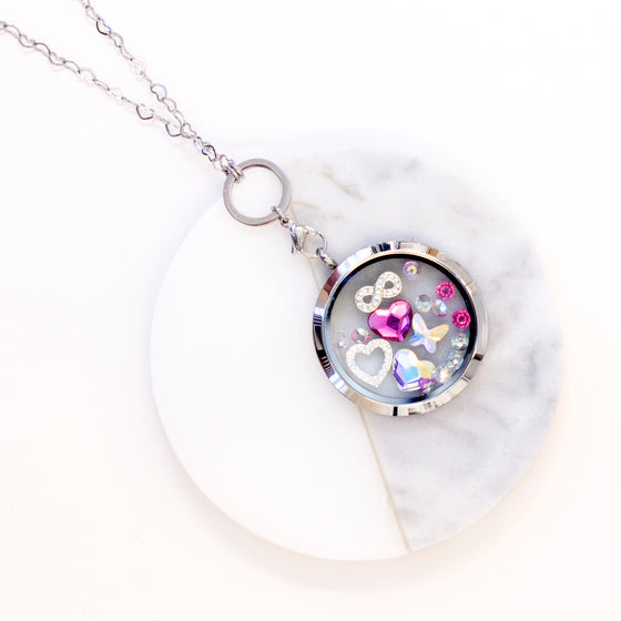and a floating forever lockets between il father love the daughter is listing