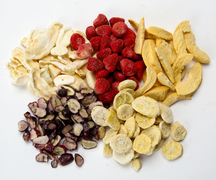 Dried out fruits that reflect JOOS's freeze drying technique to preserve nutrients.