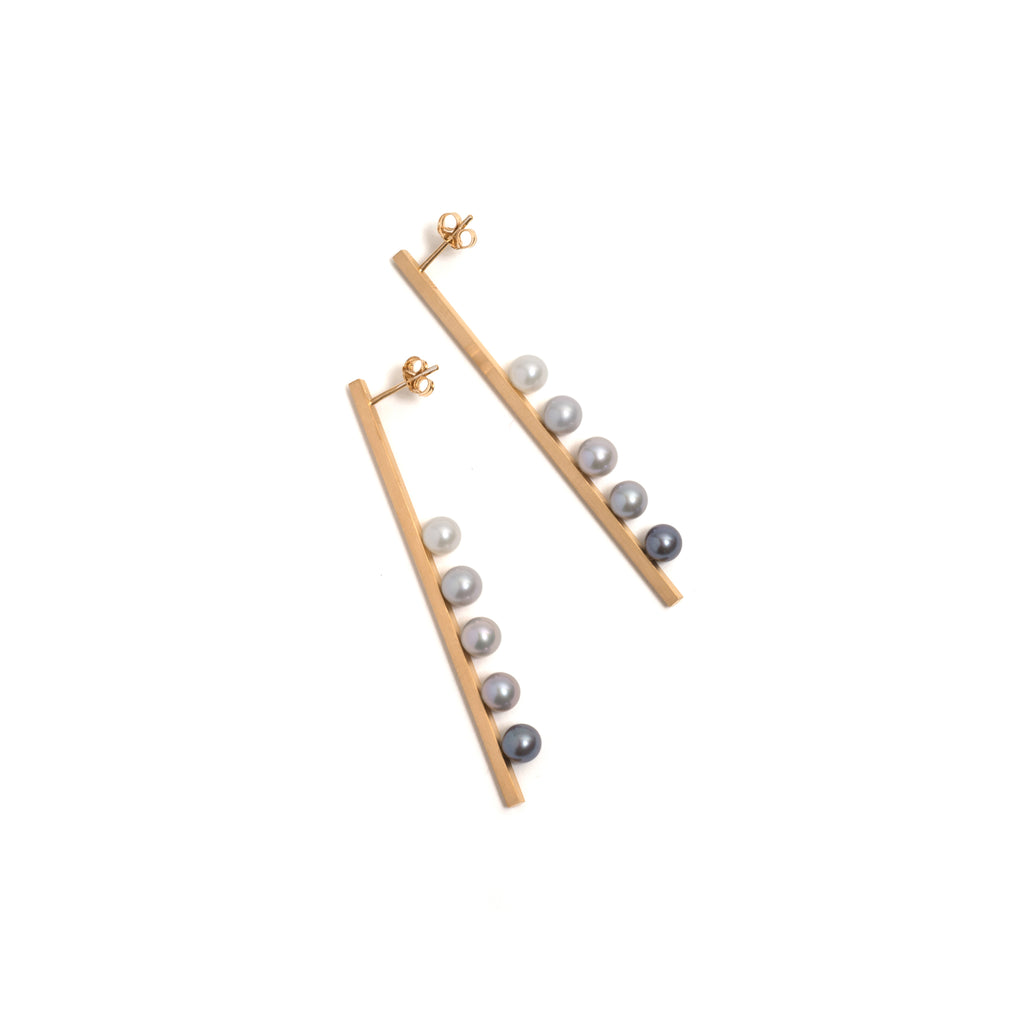 Vertical Suspended Gradient Pearl Earrings