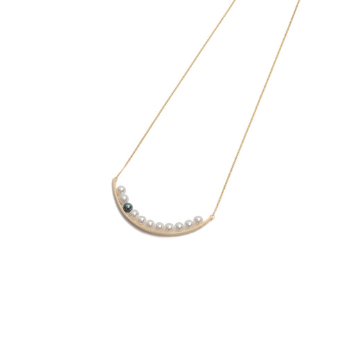 Side by Side Pearl Curve Necklace