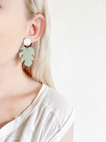 Monstera Clay Earrings in Mint