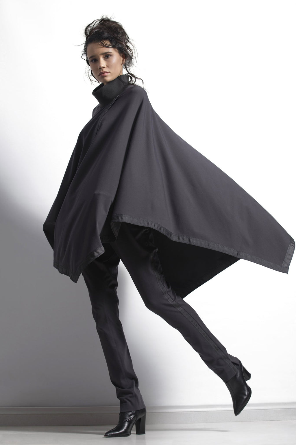dref-by-d poncho black